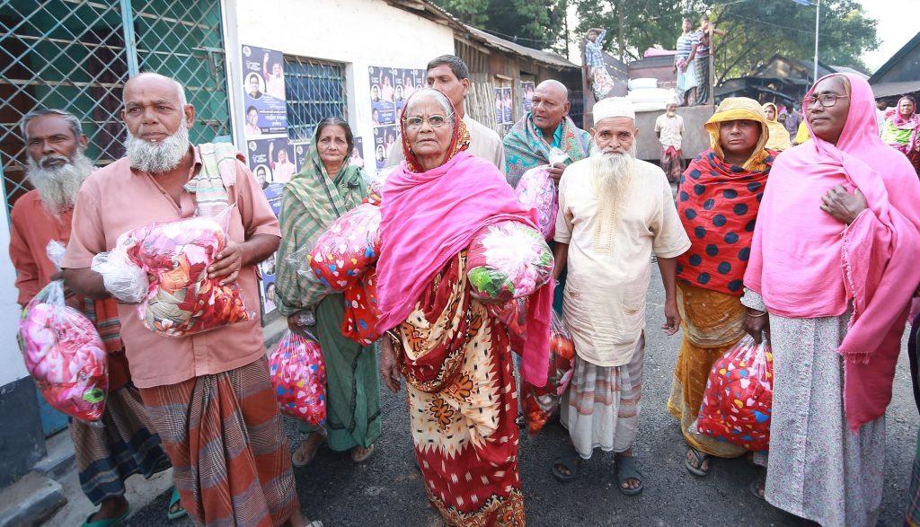 Huawei donates 4,000 blankets to Polli Sree Unnayan Sangstha in Natore